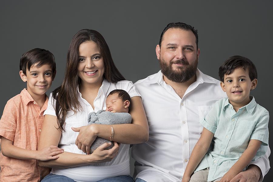 Houston-Rice-Village-Studio-Newborn-Family-Portraits-1.jpg