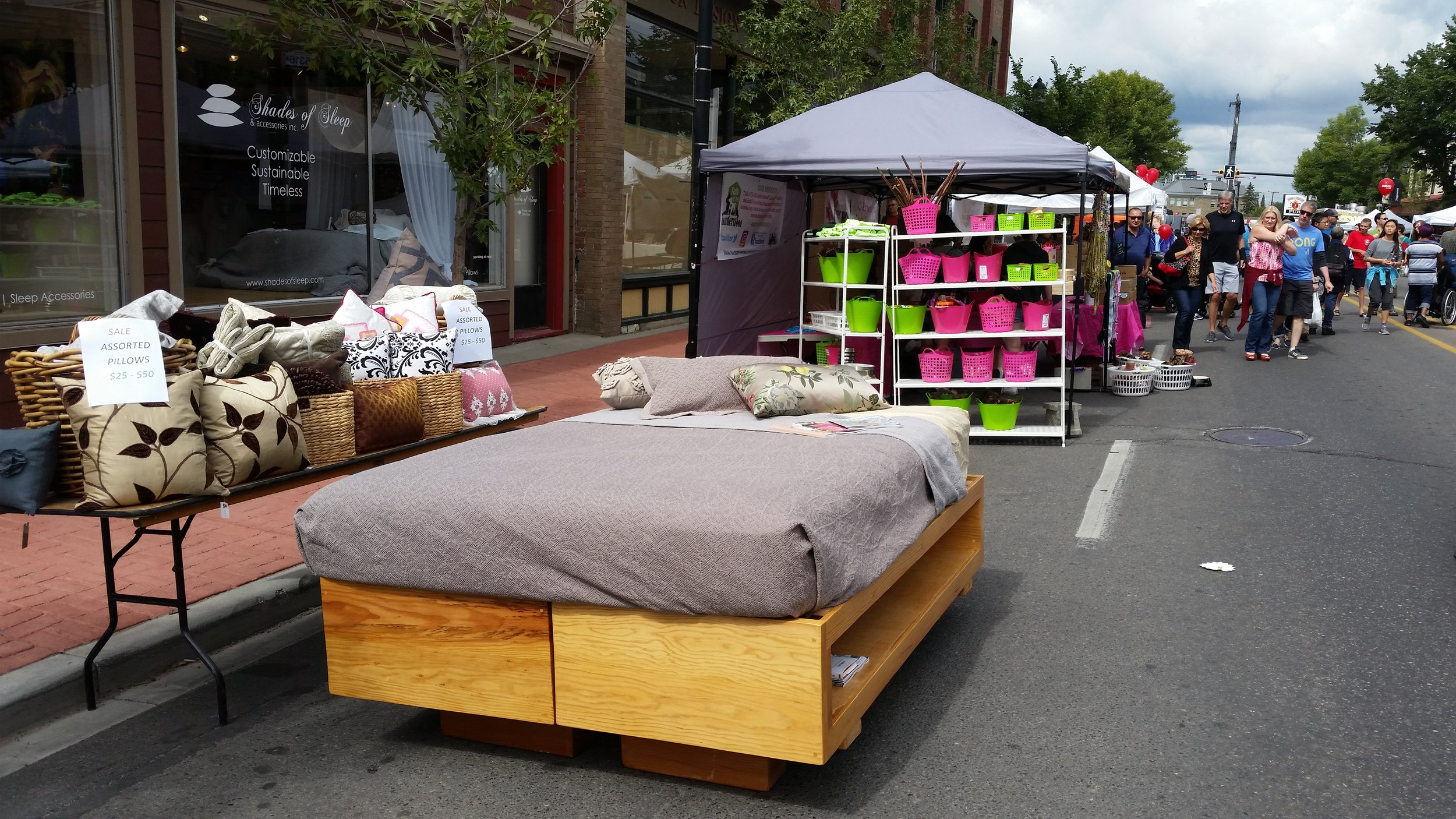 Inglewood Sunfest Shades of Sleep bed / open concept box spring