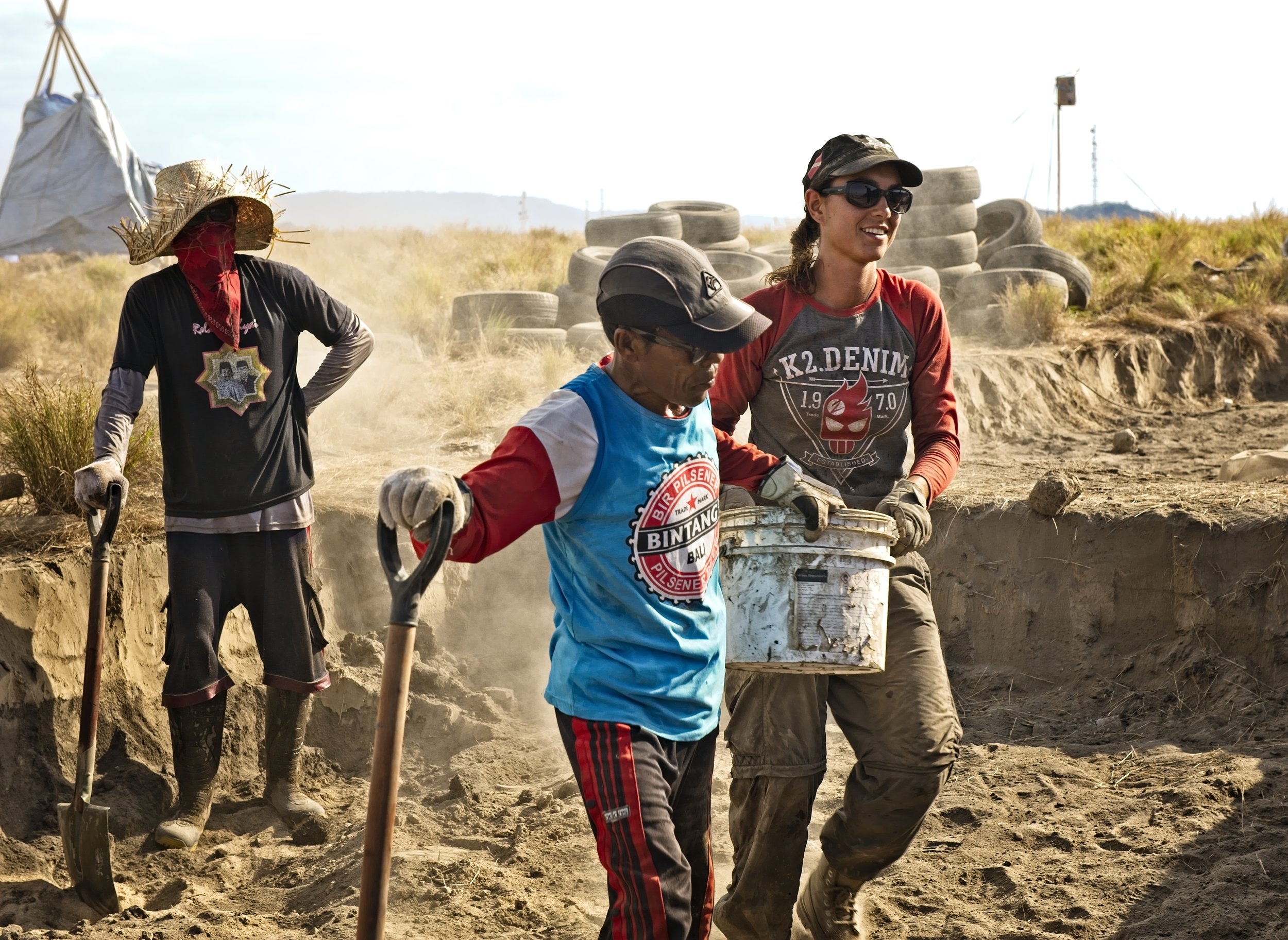 - In addition to the volunteering team, we had several local guys helping us with the project and learning about earthships...