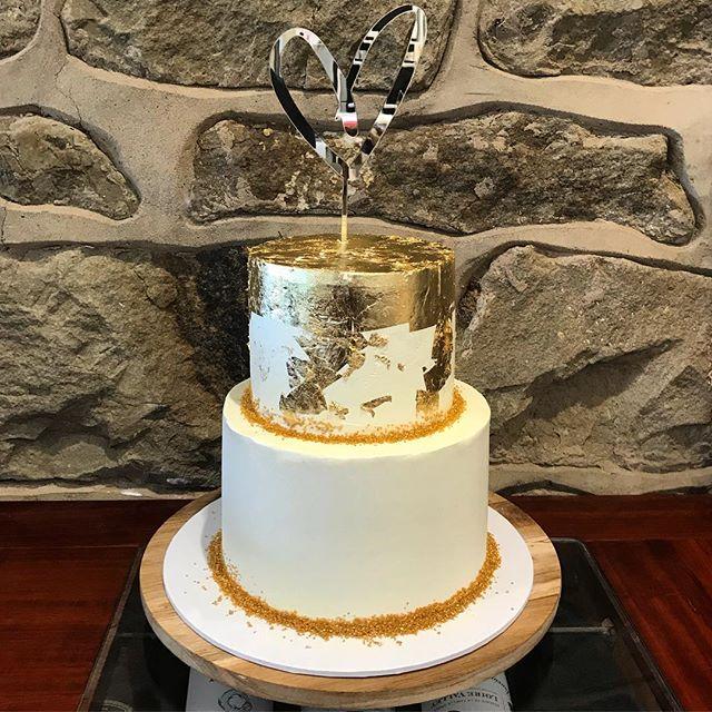 Gold wedding cake at the @lornebeachpavilionvenue last weekend :) #geelongsmallbusiness #thebarraboolbaker #wedding #weddingcake #goldleaf #geelongwedding #lorne #lornewedding