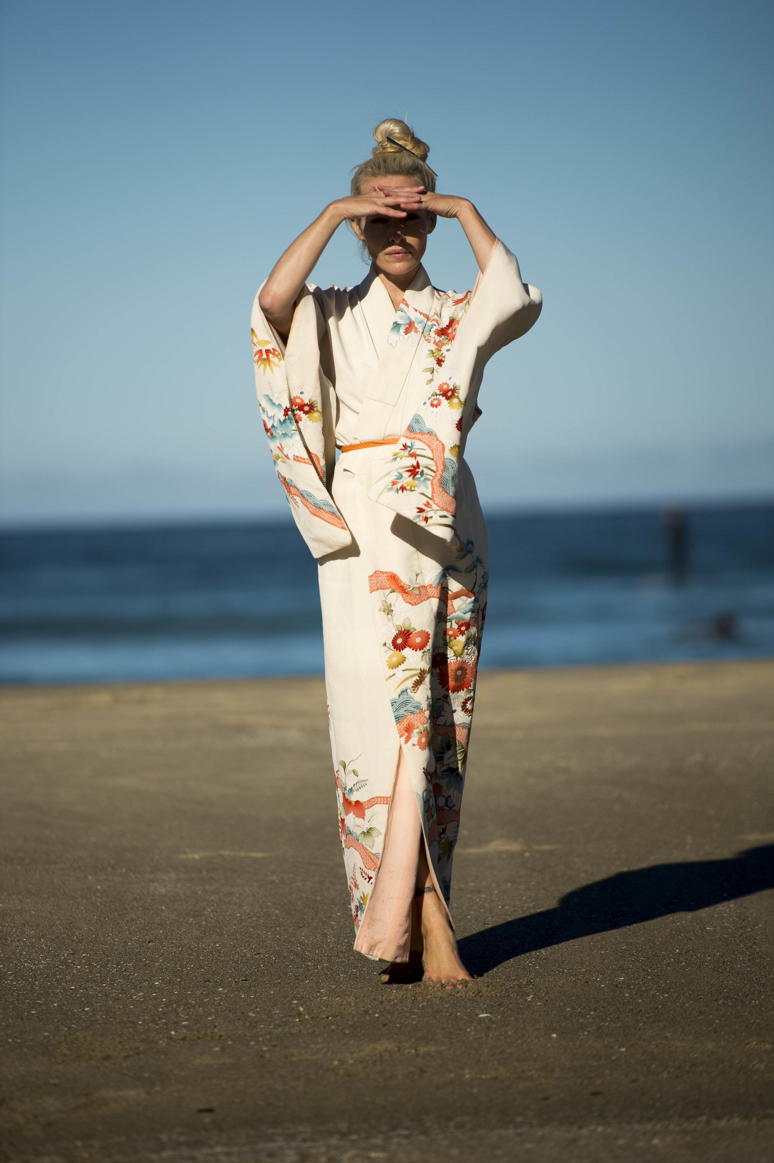 Annette_Kimono_2.jpg