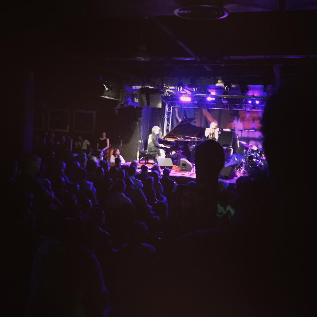About to play to a packed #newmorning in Paris!  (at New Morning (Officiel))