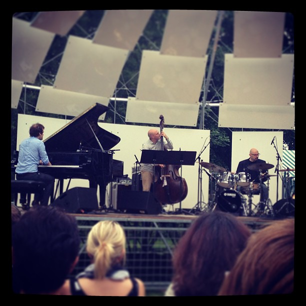 #andrewmccormack trio at Amiens, FR. With #davewhitford and #enzozirrilli Programme included world premiere of Nelkin Riffs by #benjaminellin (at Les Hortillonnages)