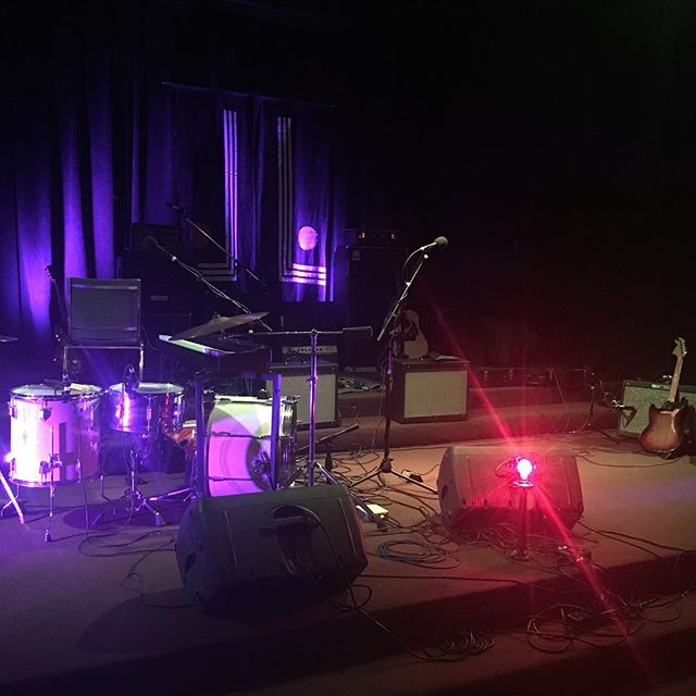 We're set up and ready to play at #theunchurch in Grass Valley. This our third show with @thesunandthemirror (#minitour !) and our second night playing with @noctooa ✨ it's been a fun few days. #callow #dreamdoom #livemusic #thesunandthemirror #noctooa #doom #noise #psych #darkfolk