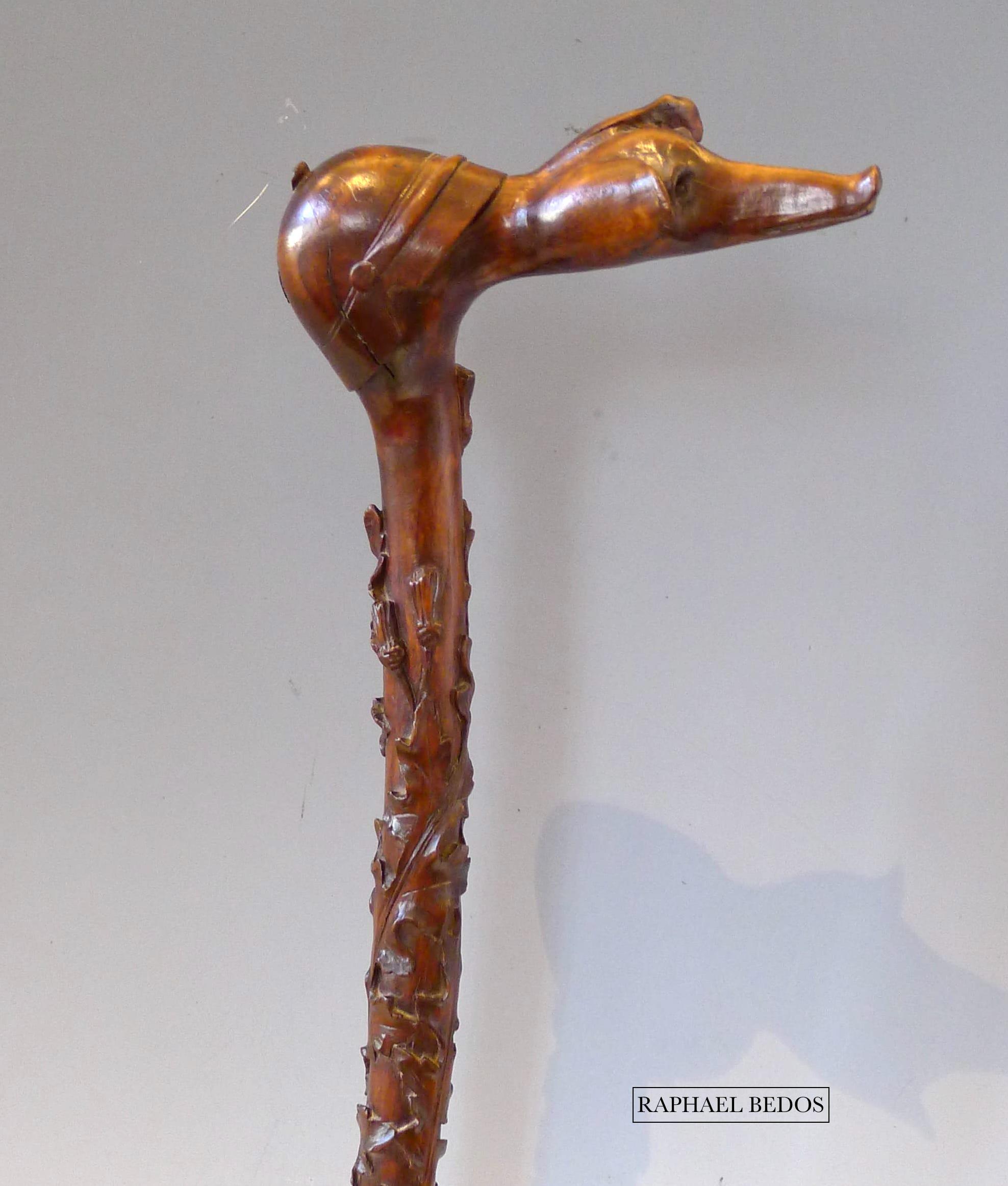 1.Canne de poilu.Le pommeau représente un casque de poilu et une tête de cochon (l'Allemand). Feuillage relief ur la partie haute du fût.
