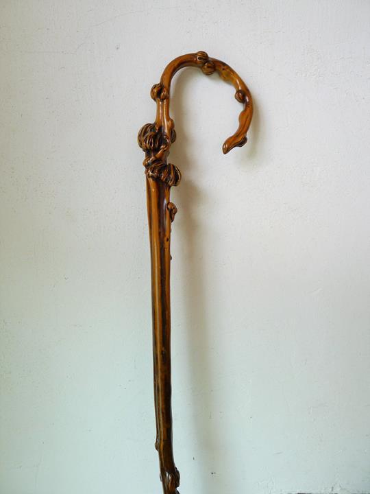 4/Canne dont les noeux du fut ont été utilisés pour représenter comme des citrouilles(89cm)