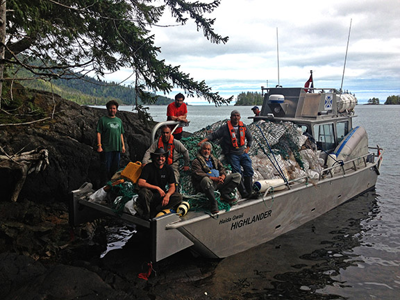 Working hard to fully load our vessel with marine debris with representatives from the federal government, council of the Haida Nation, the local community and Highlander Marine Services.