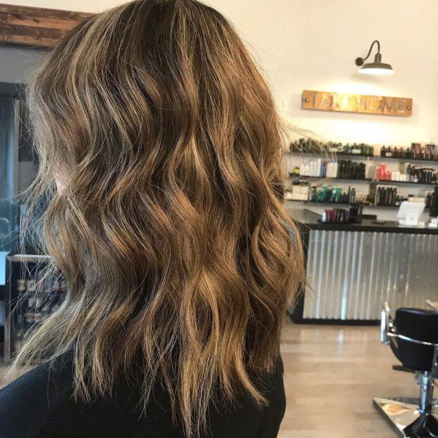 Summer waves🌊 by @hairbymercedesmartinez . . . #behindthechair #thesalonspa #thesalonspatracy #thesalonspastudios #bayareahair #bayareahairstylist #209hair #americansalon #modernsalon #hairgoals #tracyhair #tracyhairstylist #downtowntracy #livermorehairstylist #oribesalon #oribeobsessed #hairbrained #cosmoprof #cosmoprofbeauty #instahair #summerhair #btconeshot #redken #redkenshadeseq #redkenobsessed #redkentribe