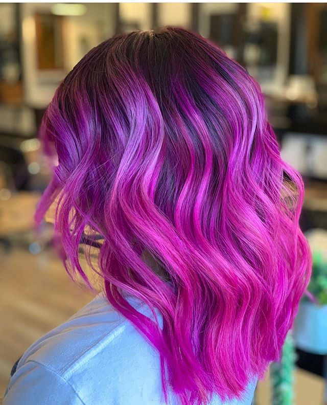 Pink fireworks💥 by @alicia.ibarra9312 . . . #behindthechair #thesalonspa #thesalonspatracy #thesalonspastudios #bayareahair #bayareahairstylist #209hair #americansalon #modernsalon #hairgoals #tracyhair #tracyhairstylist #downtowntracy #livermorehairstylist #oribesalon #oribeobsessed #hairbrained #cosmoprof #cosmoprofbeauty #instahair #summerhair #btconeshot