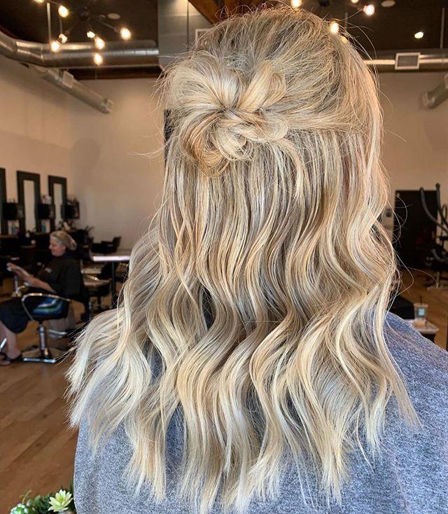 Gorgeous & Elegant👌🏼 by @hannahdoesmyhair_ . . . #behindthechair #thesalonspa #thesalonspatracy #thesalonspastudios #bayareahair #bayareahairstylist #209hair #americansalon #modernsalon #hairgoals #tracyhair #tracyhairstylist #downtowntracy #livermorehairstylist #oribesalon #oribeobsessed #hairbrained #cosmoprof #cosmoprofbeauty #instahair #summerhair #btconeshot