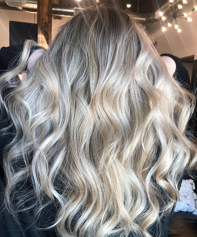Long & Blonde🌟 by @alyssababauta . . . #behindthechair #thesalonspa #thesalonspatracy #thesalonspastudios #bayareahair #bayareahairstylist #209hair #americansalon #modernsalon #hairgoals #tracyhair #tracyhairstylist #downtowntracy #livermorehairstylist #oribesalon #oribeobsessed #hairbrained #cosmoprof #cosmoprofbeauty #instahair #summerhair #btconeshot