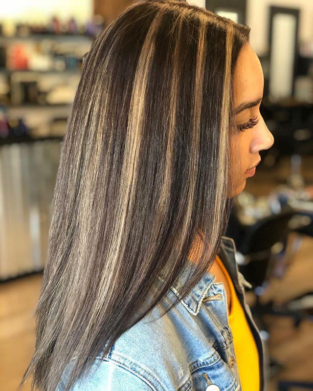 Pieces to break up the dark🔥 by @natloveshair . . . #behindthechair #thesalonspa #thesalonspatracy #thesalonspastudios #bayareahair #bayareahairstylist #209hair #americansalon #modernsalon #hairgoals #tracyhair #tracyhairstylist #downtowntracy #livermorehairstylist #oribesalon #oribeobsessed #hairbrained #cosmoprof #cosmoprofbeauty #instahair #summerhair #btconeshot