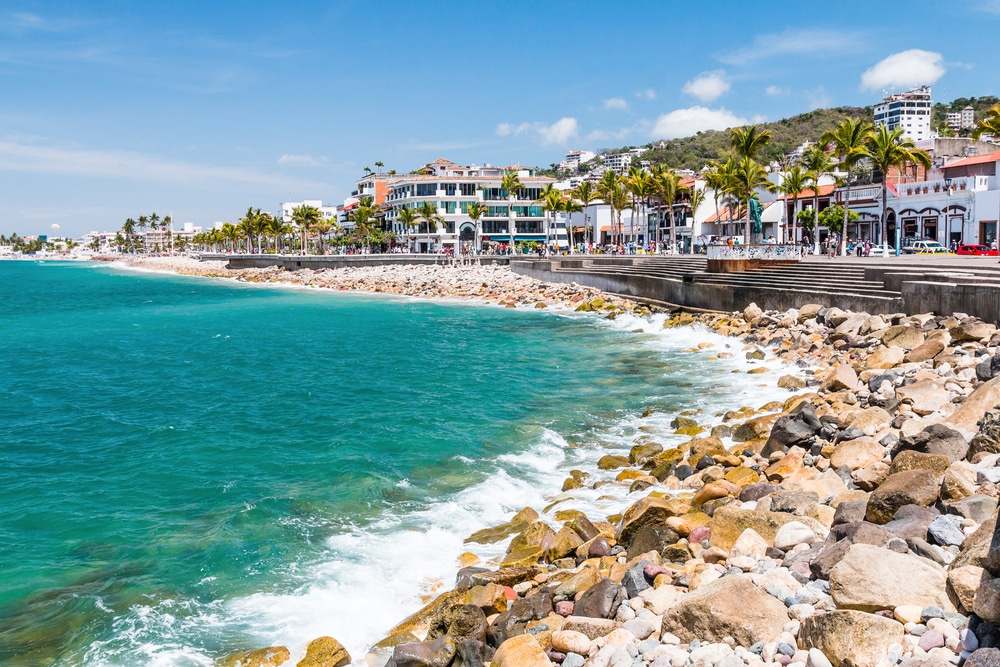 puerta vallarta, mexico - Tasty cuisine, bars, and beaches. Sound good to you? Then Puerta Vallarta is the destination for you! Beautiful Hotel Rosita offers a view like no other and you're beachfront!