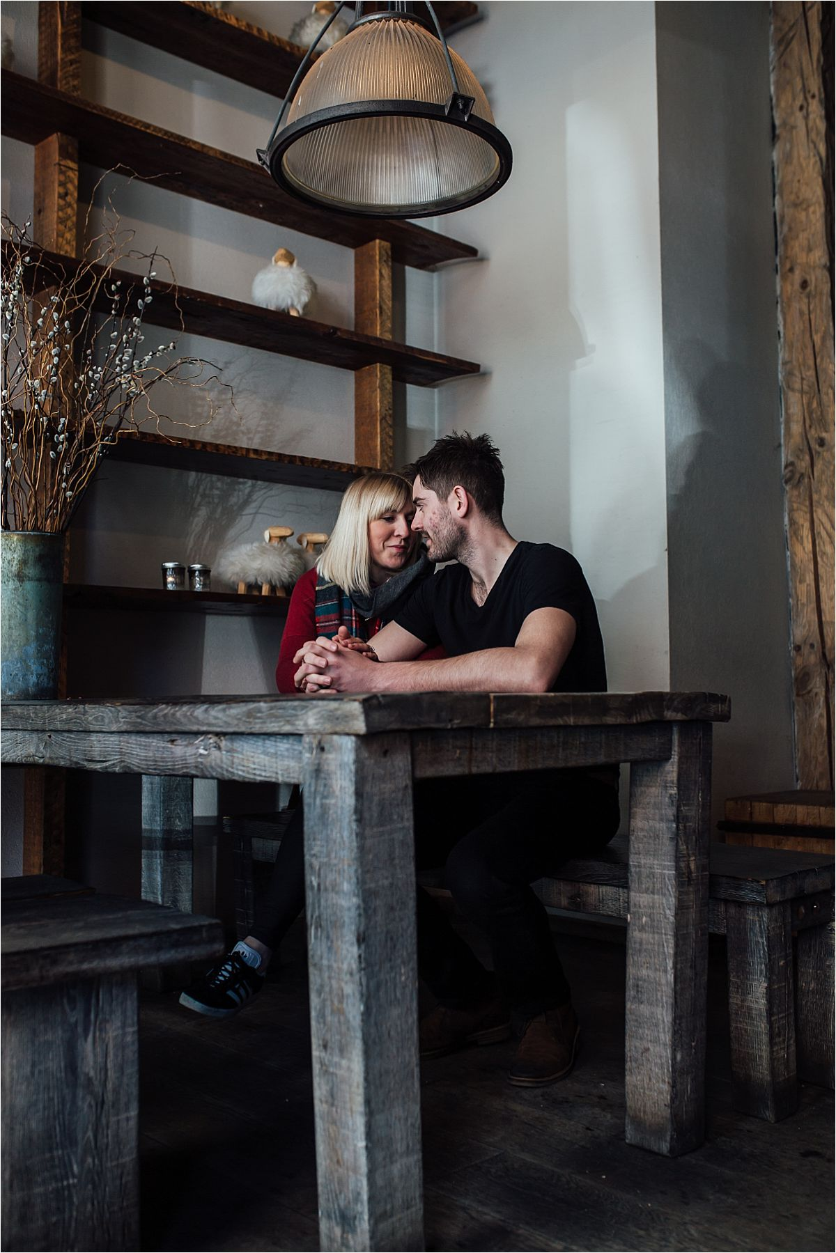 nyc newborn and family photographer cozy in tribeca cafe