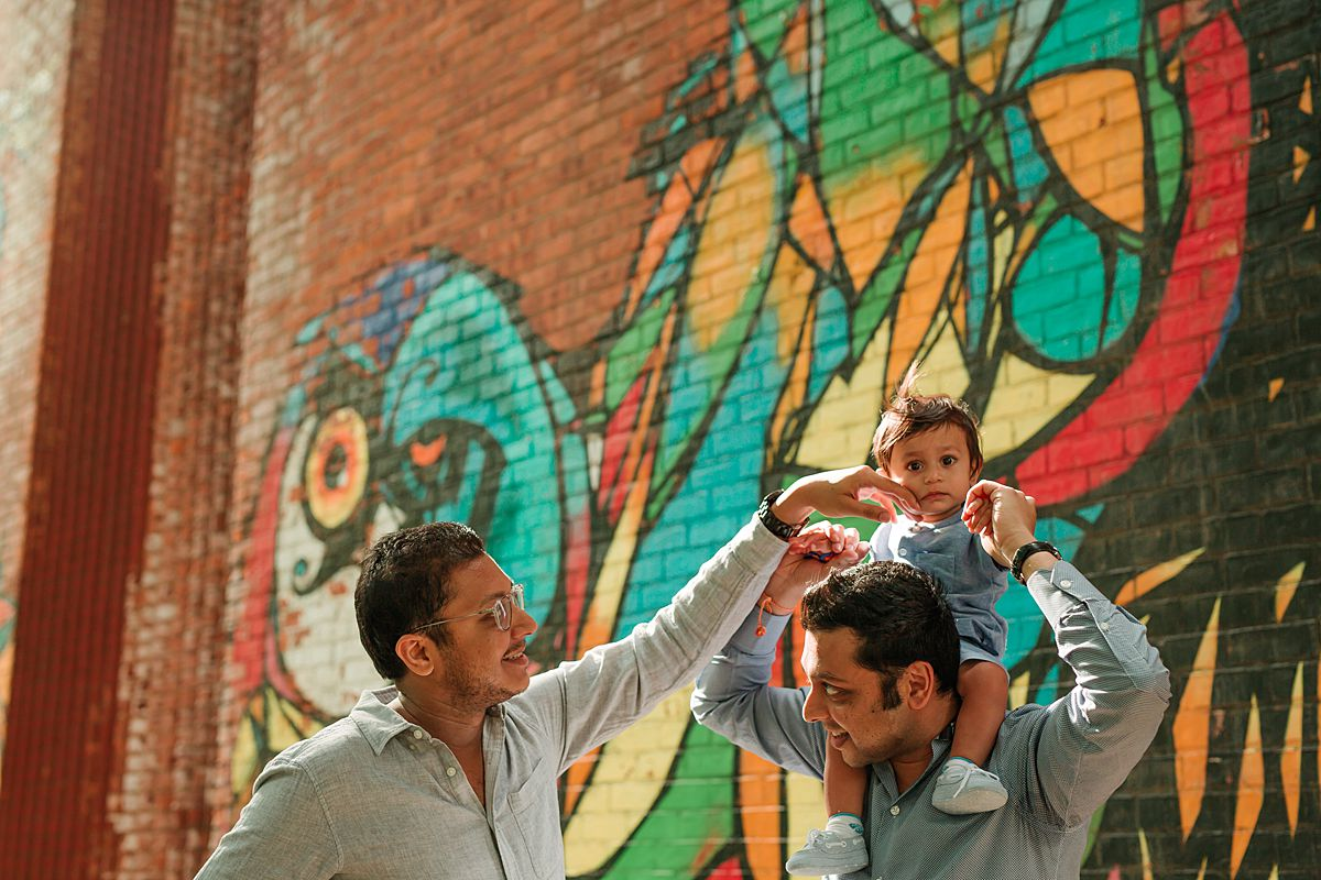 son, dad and brother having a moment in dumbo brooklyn. photo by nyc family and newborn photographer krystil mcdowall