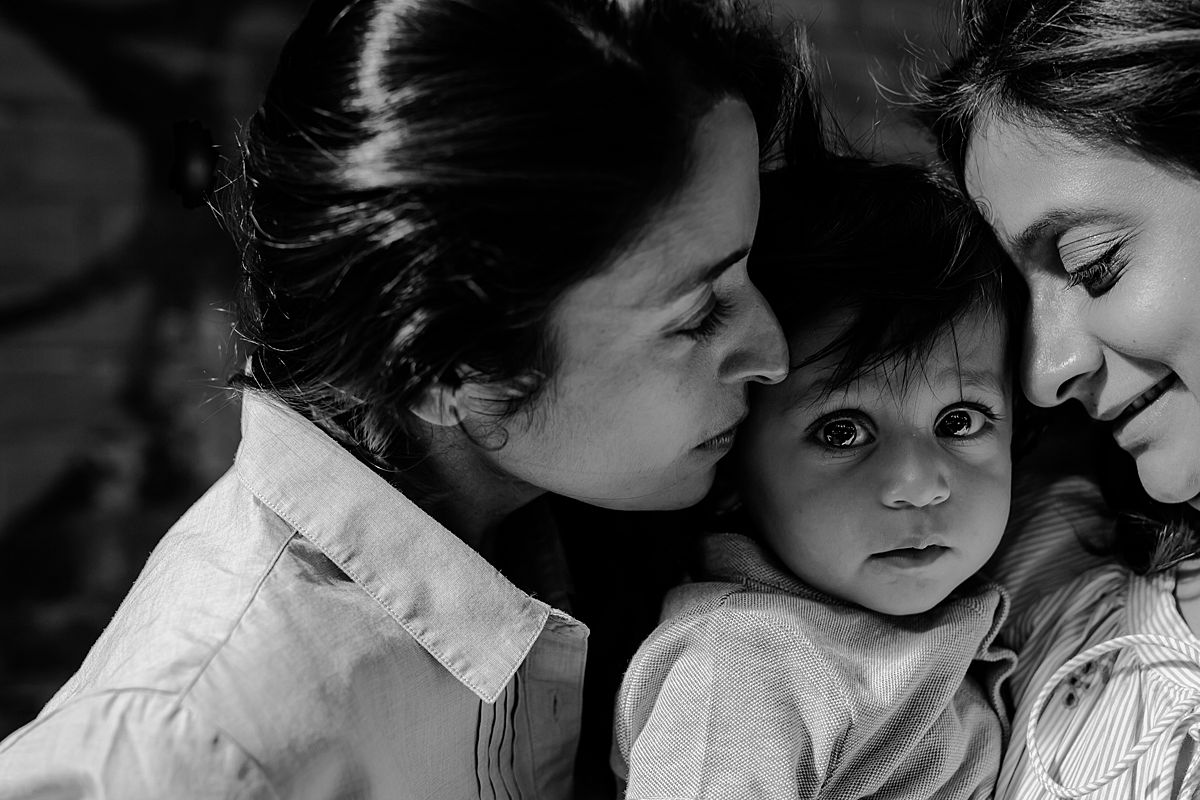 intimate black and white photo of son, mom and sister close up in dumbo brooklyn. photo by nyc family and newborn photographer krystil mcdowall