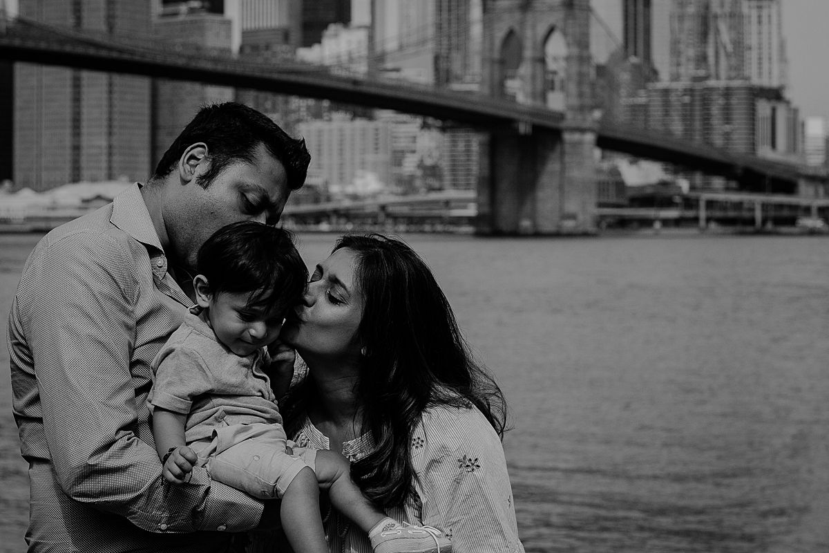 intimate black and white photo of son, mom and sister in front of manhattan bridge. photo by krystil mcdowall