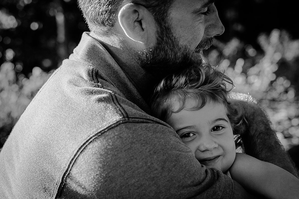 black and white portrait of dad and daughter in the park. photo by krystil mcdowall photography