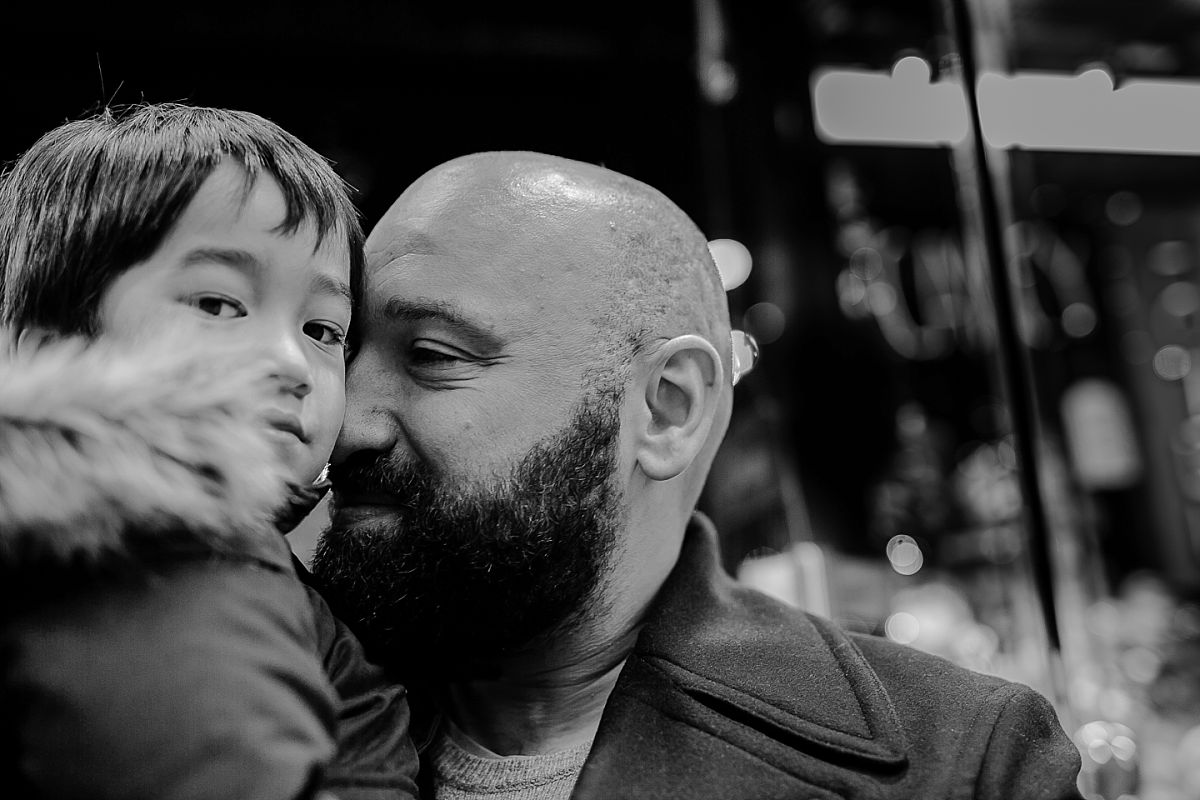 portrait of dad and son outside of christmas shop. photo by nyc family photographer krystil mcdowall