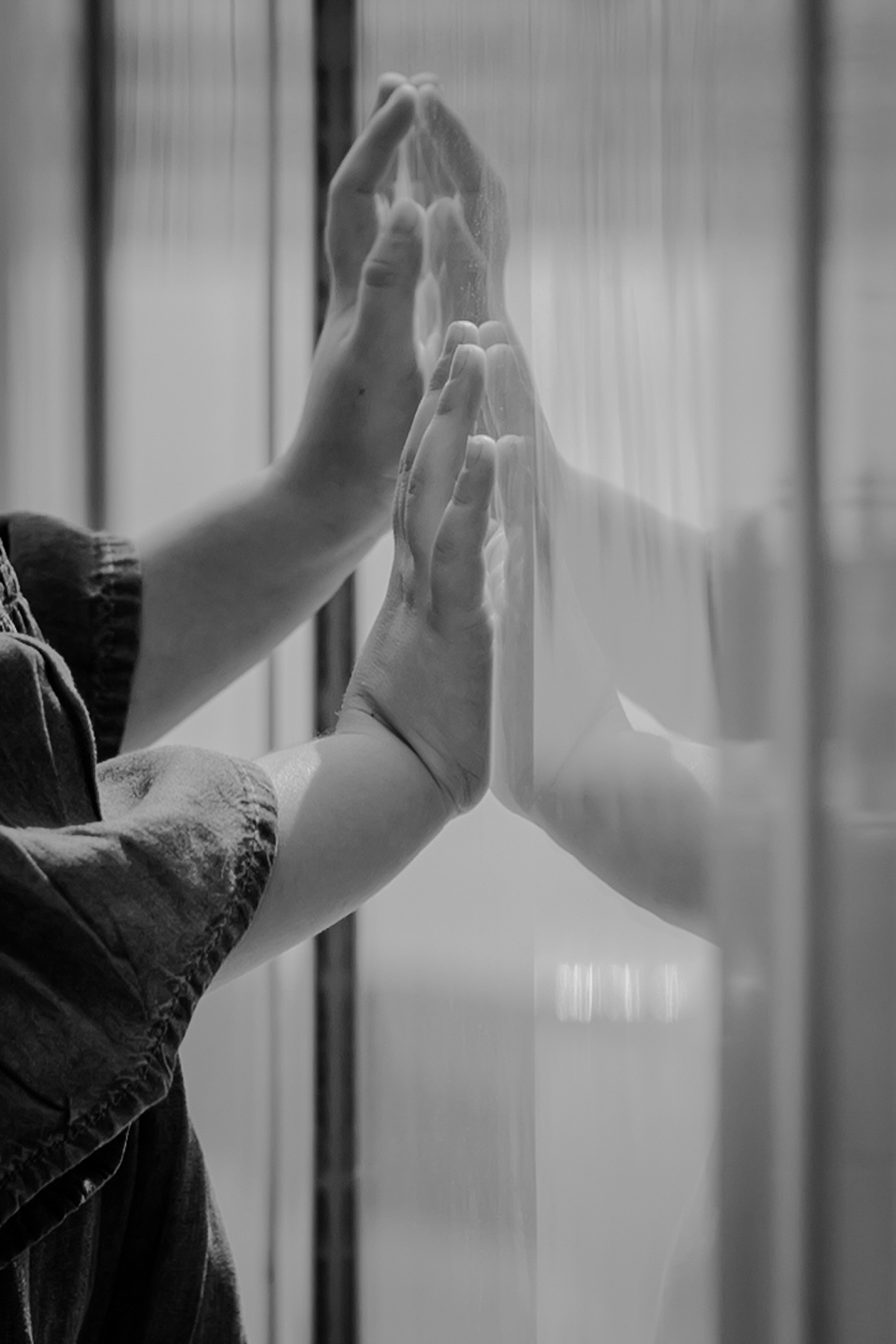 photo of young girl's hands pressed against glass at jane's carousel in dumbo brooklyn. photo by nyc family and newborn photographer krystil mcdowall