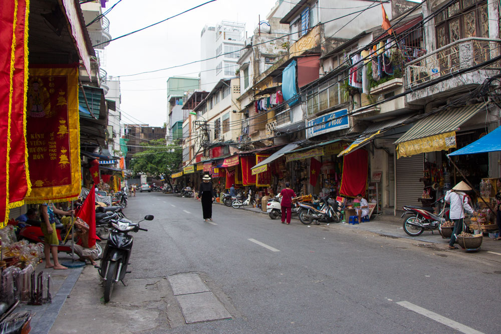 Walking-through-the-streets-in-Hanoi-Vietnam-Mister-Weekender-Jaharn-Giles.jpg