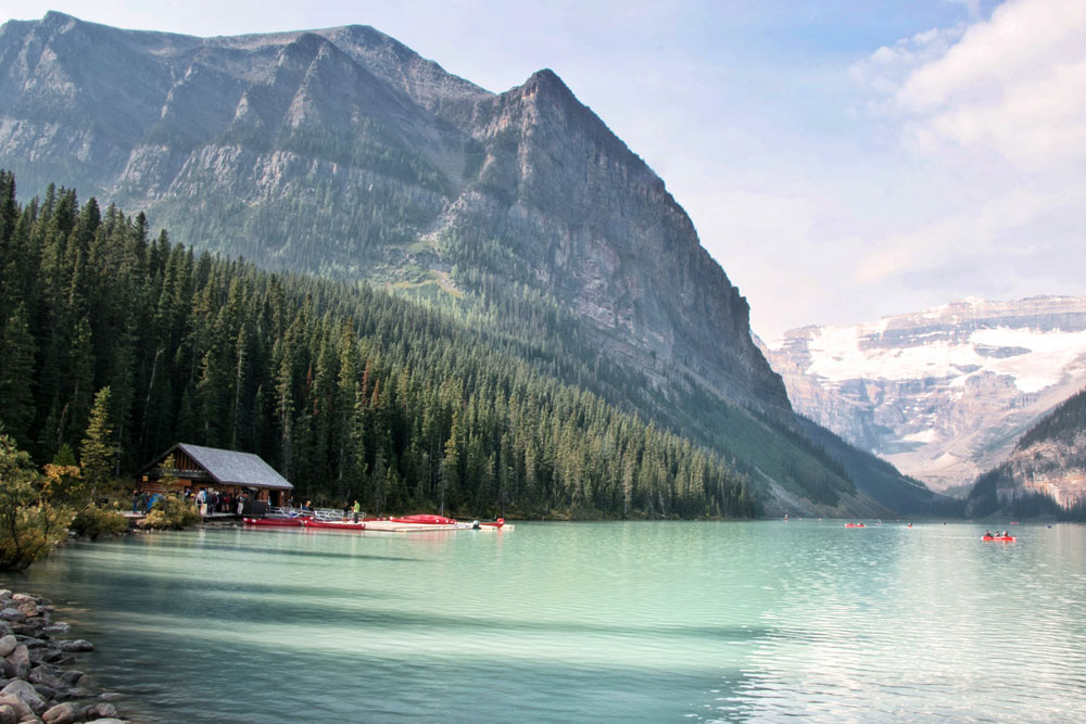 Hire a canoe at Lake Louise in Canada