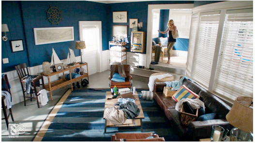 I love the nautical color scheme in Daniel's apartment.  Take Note:  Emily is wearing a dark top paired with neutral leggings. A perfect match - an intoxicating set, and always, well thought out.