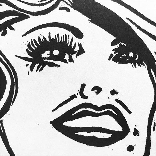 ✨💕🦋 Details. Details. Details. It's all in the details! 🦋💕✨ #detailsdetailsdetails #details #drawing #Dolly #DollyPardon #Diva #fabulous  #reliefprintmaking #reliefprinting #MDF #powergrip #Ugouge #progress #slowandsteady #thebigtuna #BIGINK #HatchShowPrint #print #printlife #printmaker #NC #NCartist #NCprint #NCprintmaker #tools #sharping #art @biginkprints
