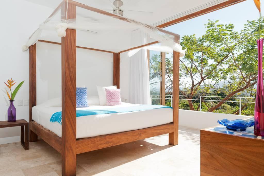 SanFrancisco-king bed.jpg