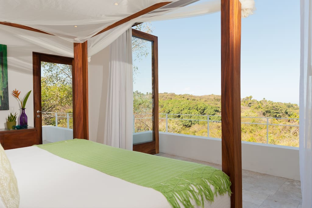 SanFrancisco- green bed.jpg