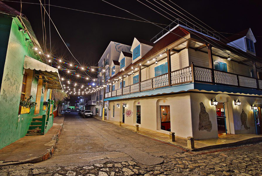 Hotel at the Center of Town / Night View