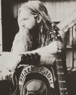 50 years of being a beyond inspirational guitar player, song writer, and all around great guy. Thank you for being yourself and a badass! Happy Birthday Zakk! @zakkwyldebls @wyldeaudio. #zakkwylde #BLS