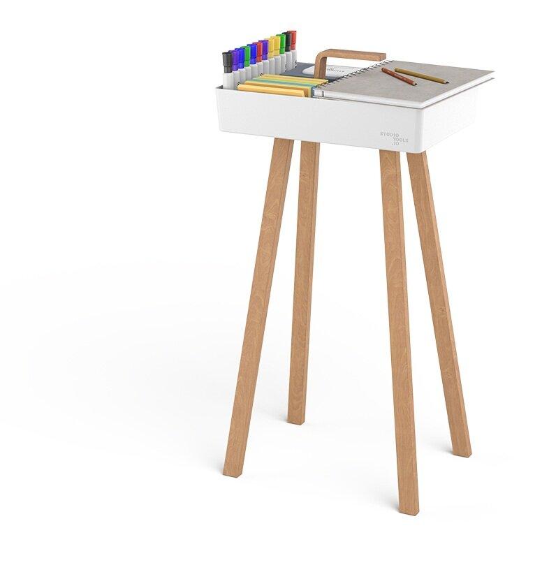 Ablagefläche auf Toolbox für Workshop Materialien