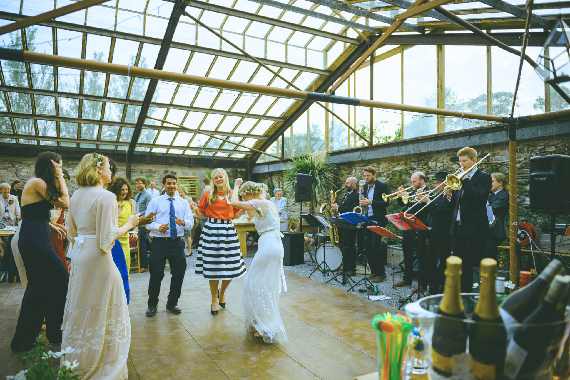 brassjunkies-wedding-guests-on-dancefloor-brass-band-on-stagekeith-riley-bj1.jpg