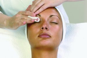 MG GRAND FACIAL   This deep pore cleansing facial consists of exfoliation, steaming, extraction and cleansing of clogged pores to melt away surface impurities. Your face, neck and décolleté will be soothed by massage followed by a personalized repair mask selected for your skin type.  DONOR: MG'S GRAND Day Spa VALUE: $85