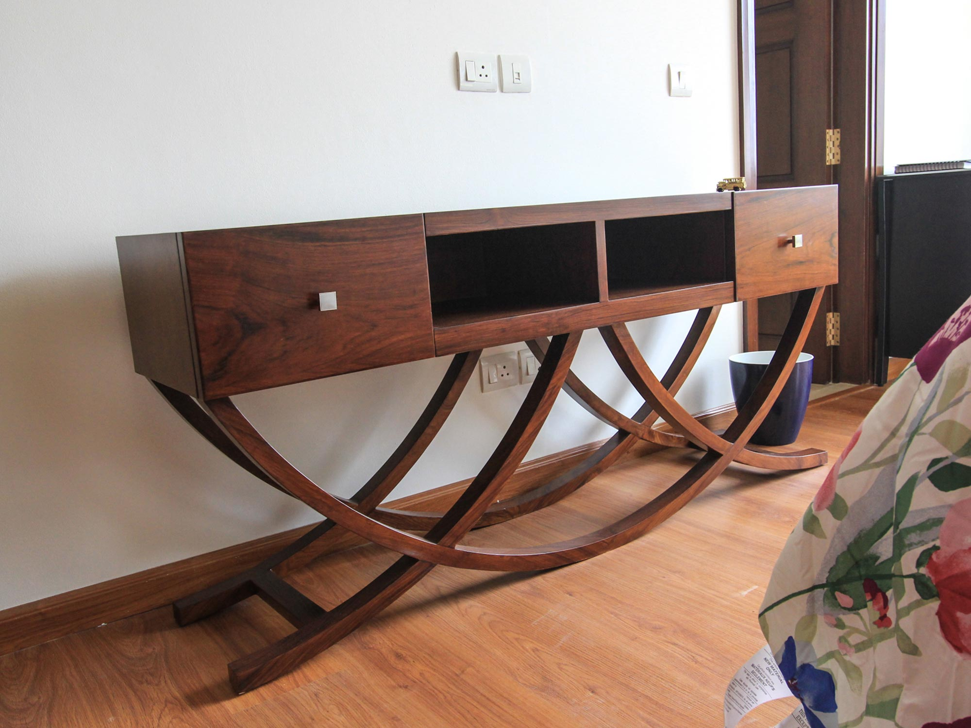 wooden-console-table-modern