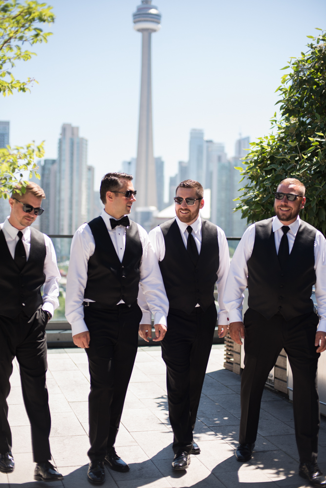 Groomsmen getting ready with Soundslikeyellowphotography