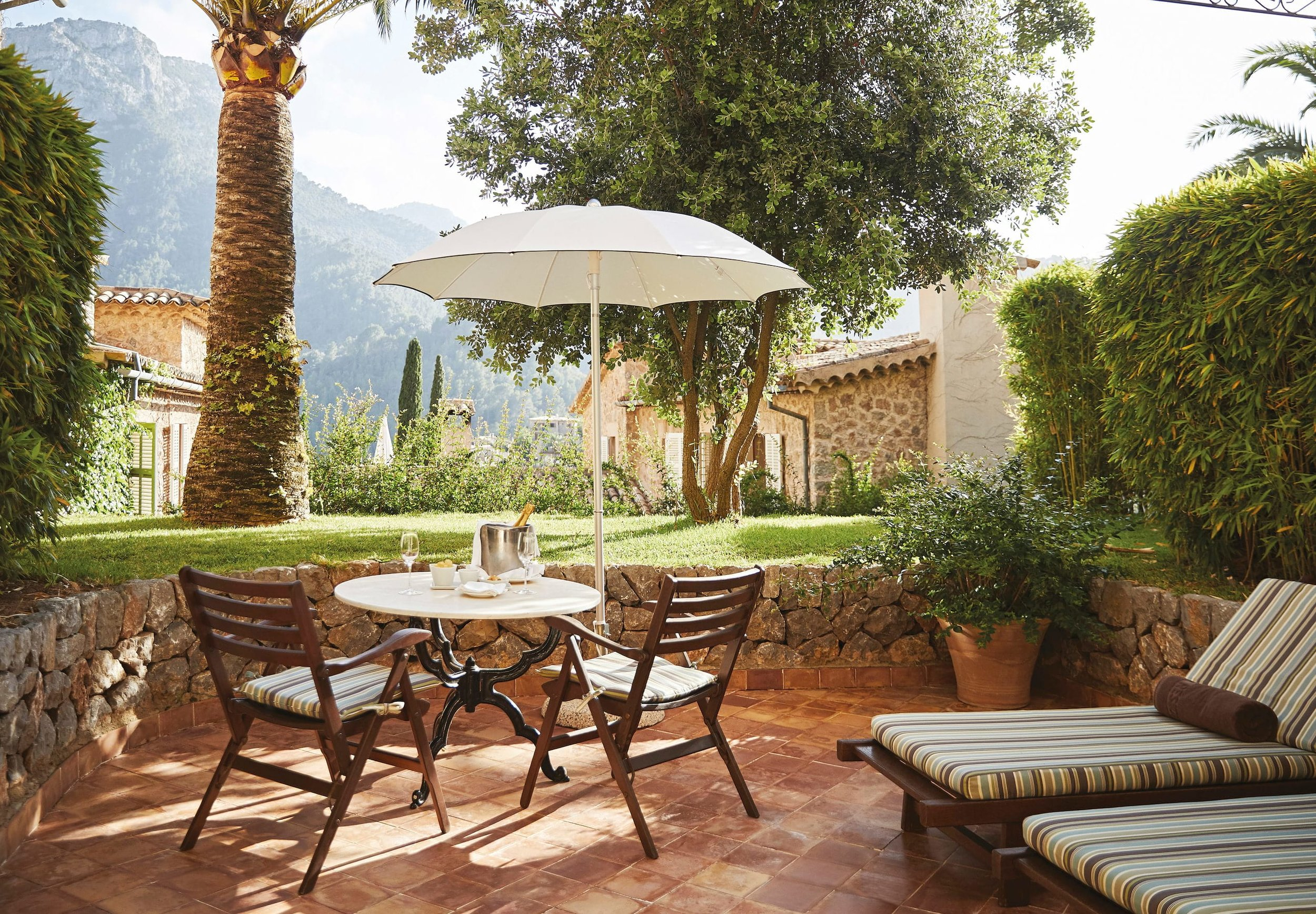 lrs-acc-room-deluxe-double-terrace01_2580x1792.jpg
