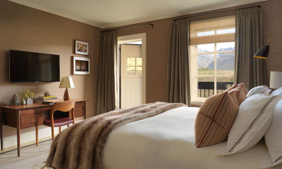 deplar-spa-bedroom-suite.jpg