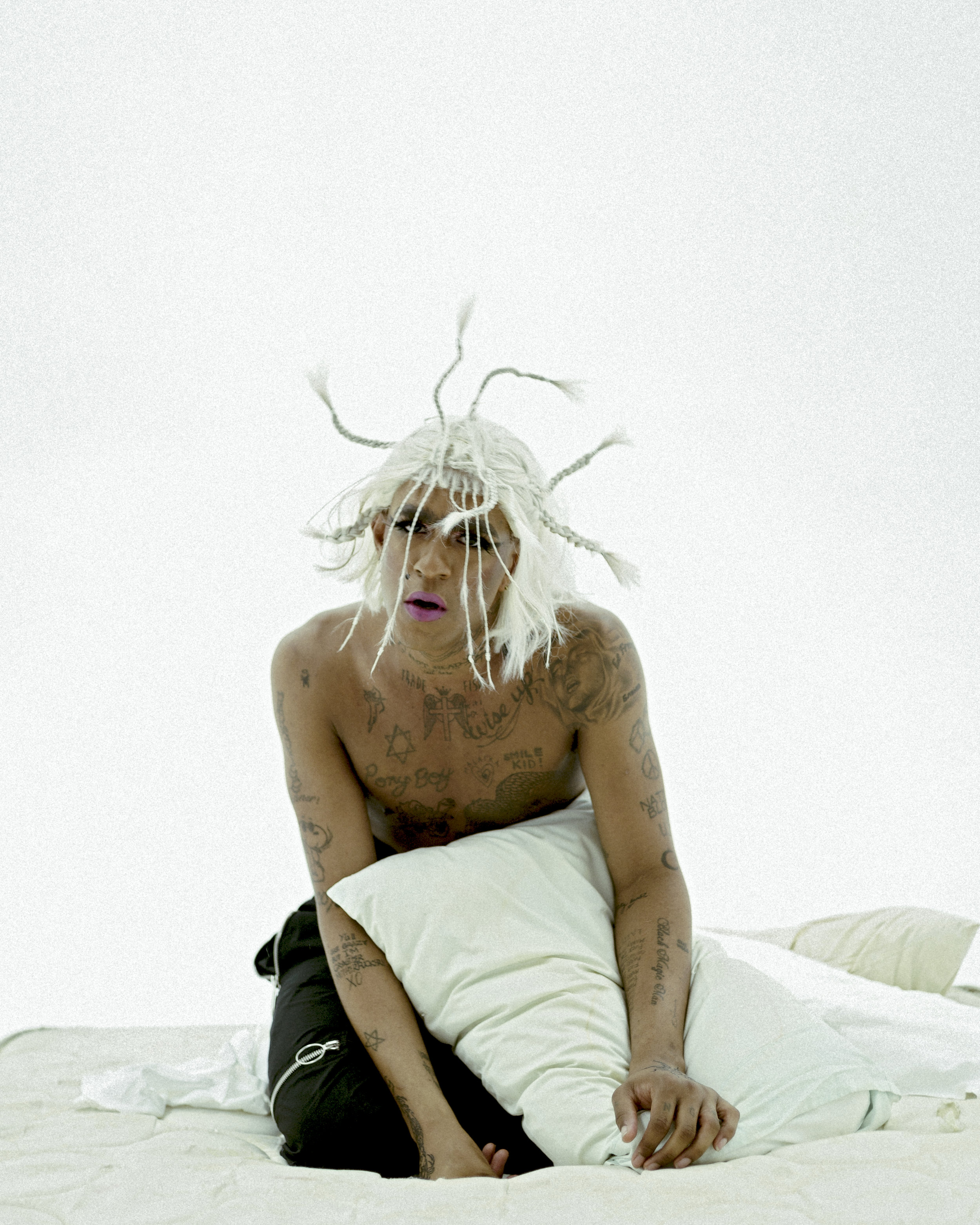 MYKKI - LONER BTS 1 - CREDIT SCOTT KAPLAN.jpg