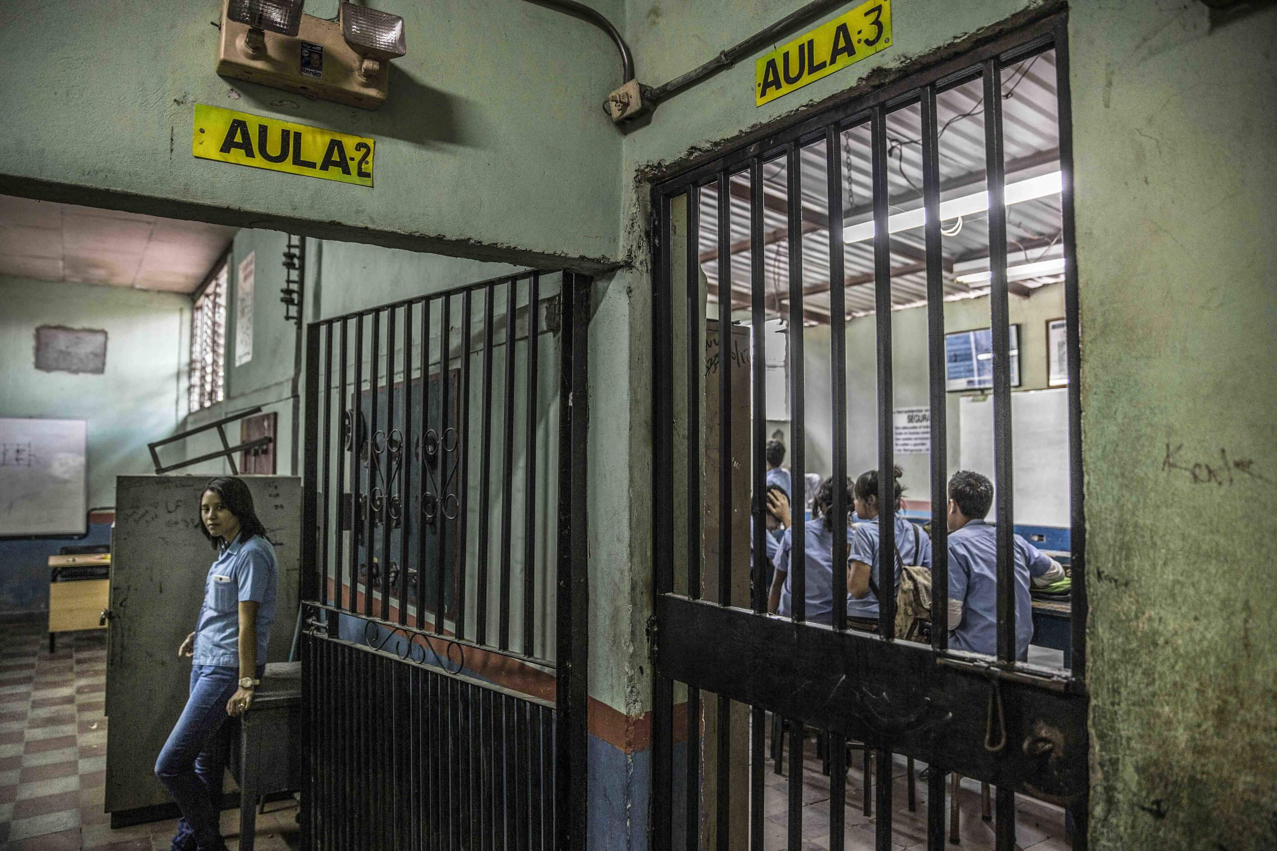 The gates as classroom doors in a vocational school of the capital Tegucigalpa. This neighborhood under the control of the 18 Street Gang (M-18). The M-18, it is also known as the army of the children, because of the age of the members, which are often recruited in schools like this one.