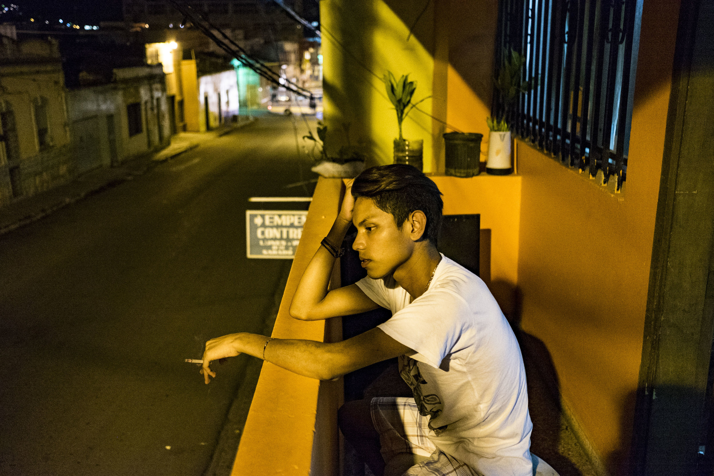 In the premises of the LGBT organisation Arcoiris, that is a space that aims to reunite homosexuals and transgenders in Tegucigalpa in a place where they can spend time feeling relatively safe.