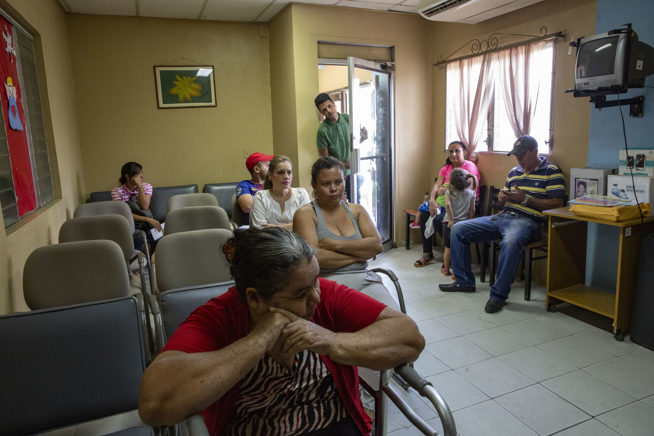 People wait to get the medicines and see the doctors in general medicine, dentistry, and orthodontics at the Ruth Paz clinic in Bogràn, a pretty dangerous neighborohood in San Pedro Sula, Honduras.