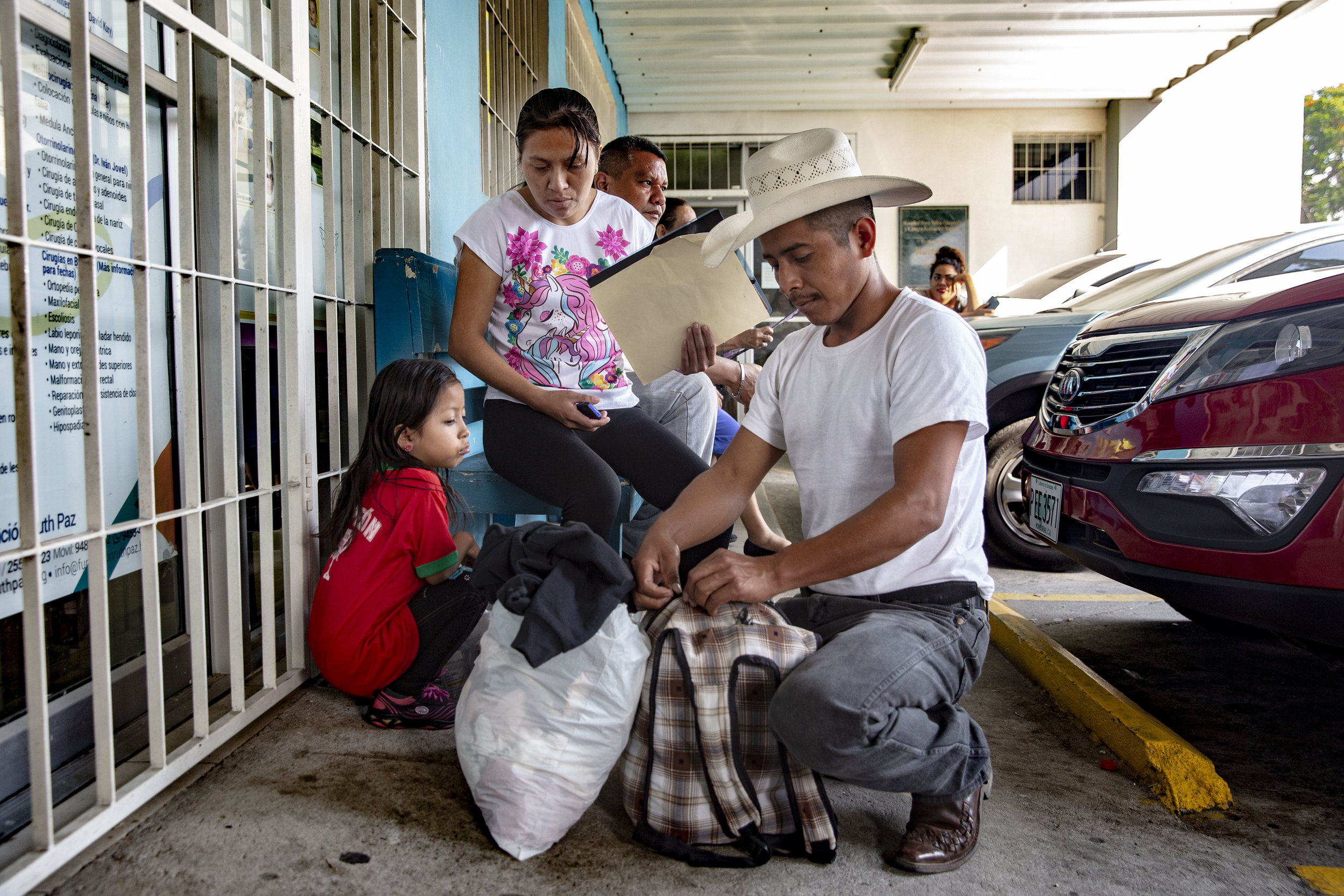 A family from Colon, travelled for eight hours and 190km (120miles) by bus to arrive at the Ruth Paz hospital in San Pedro Sula, to have their daughter Mirna of five years old, a medical examination for heart realted problems.