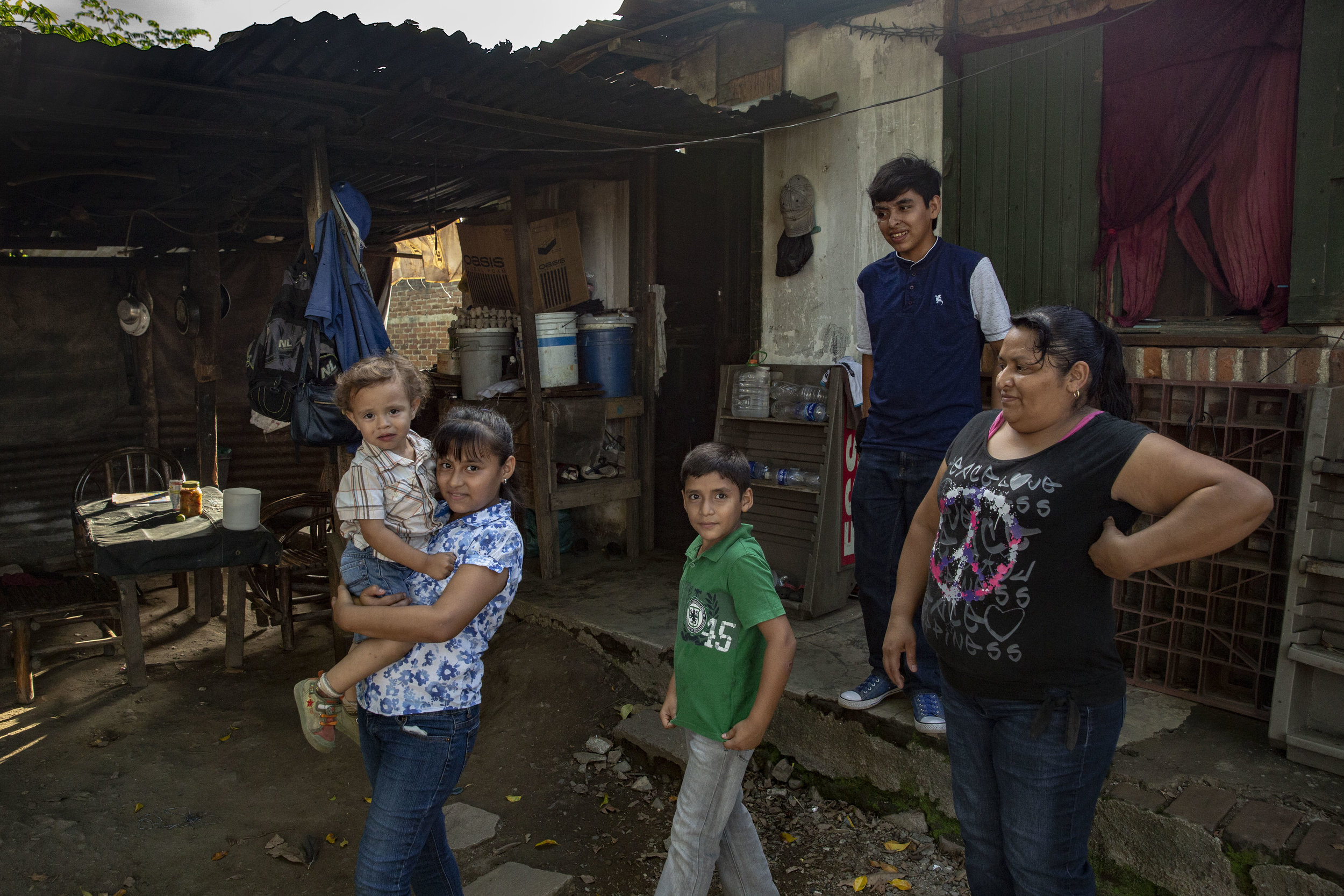 The family of Christian and Alexandra Velasquez, brother and sister who had several surgical operations after an car accident in 2012. They live in San Pedro Sula, Honduras and they recevied extensive help from the Ruth Paz fundation.