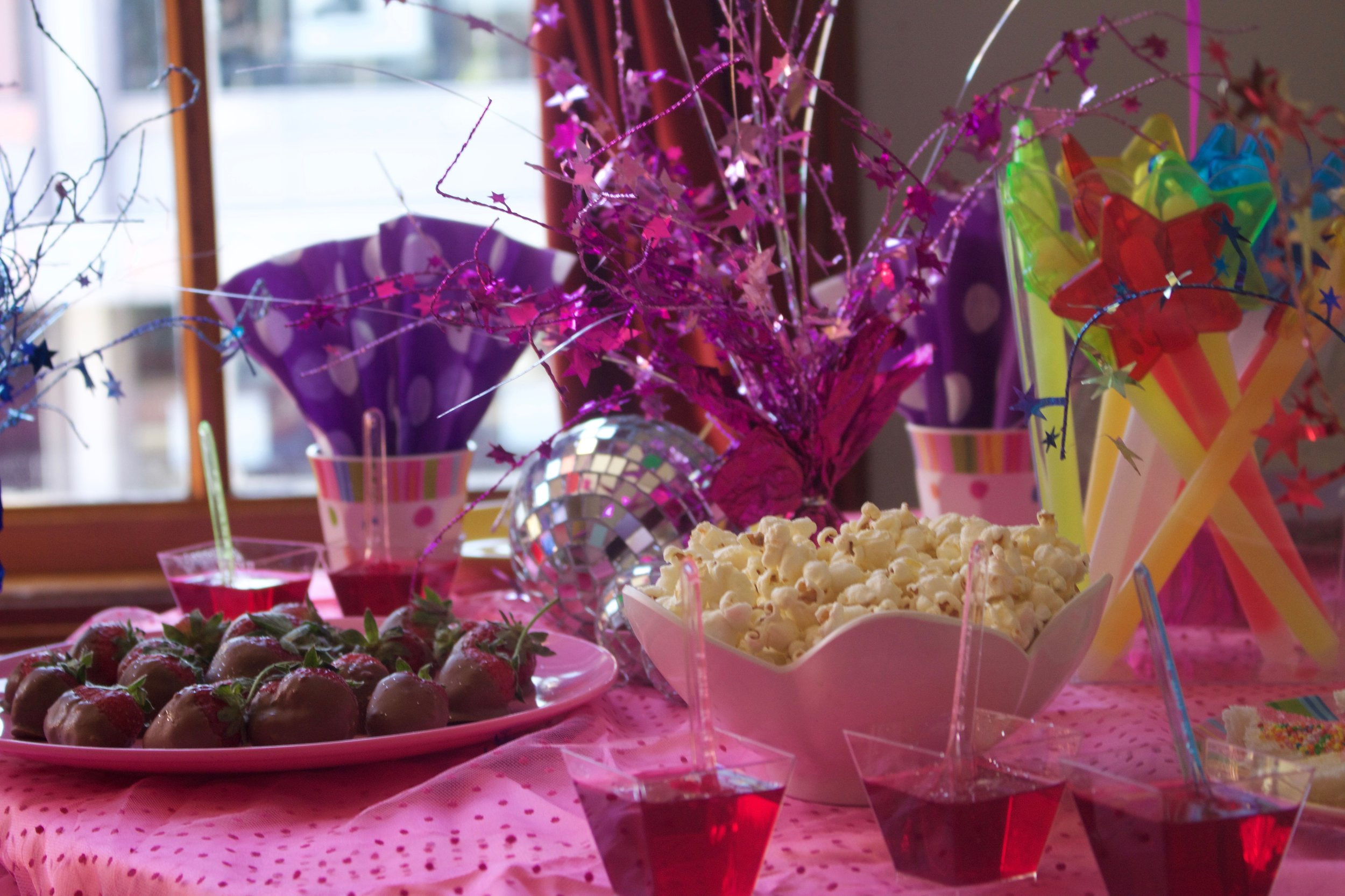Kids Party - 20pp under 10'sfor groups of 20+all to share on a pretty tablechocolate crackles, fairy bread, sandwiches, marshmallows,jelly cups, popcorn & chocolate strawberrieshot food to sharecheese & tomato pizza, schnitzel bites & chips