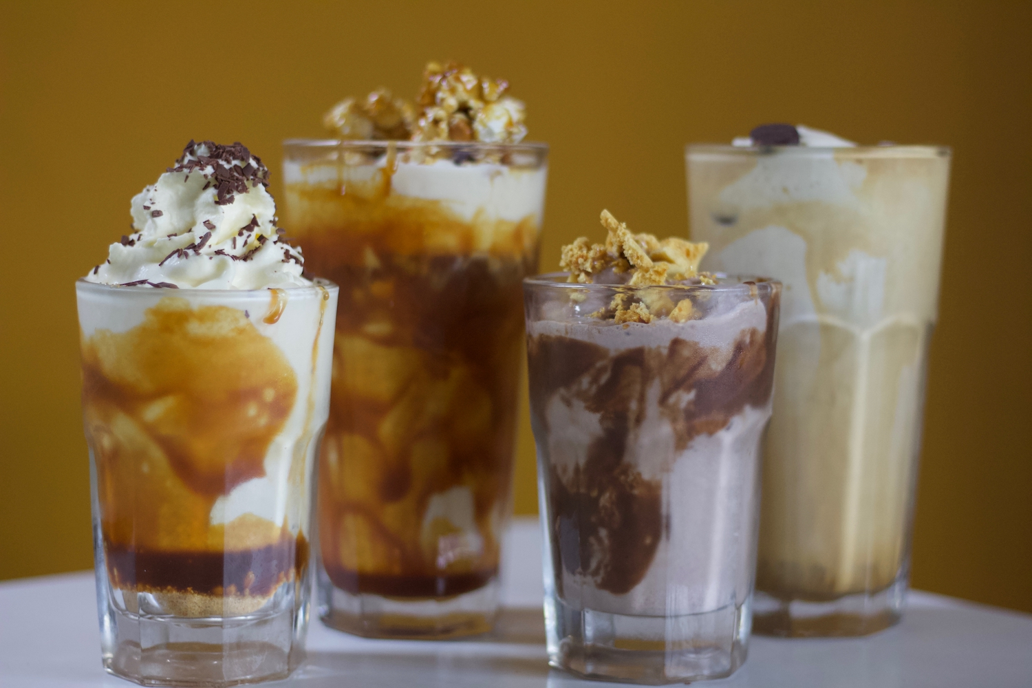 30pp burgers & shakes - to shareonion rings, chips, mac n' cheese balls, chicken wings & saladchoice ofcheeseburger, vegetarian burger, southern fried chicken burgeror pulled pork burgerone of our famous thickshakeschocolate, malteser, mars bar cheesecake or raspberry & white chocolate