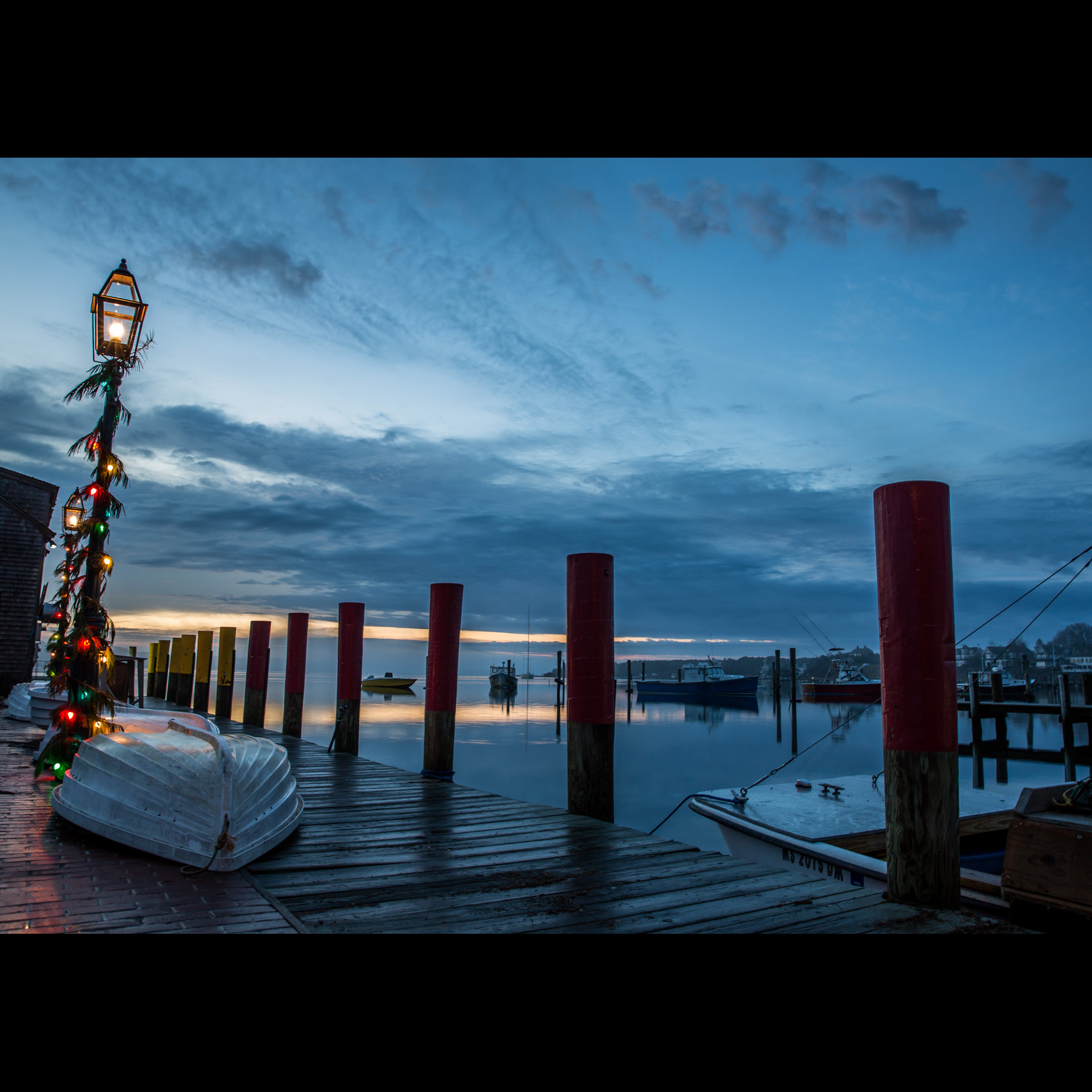 12.25 CHRISTMAS HARBOR