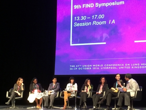Dr. Madhukar Pai moderates an all female  panel on 'a  dapting diagnostic pathways to patient needs' at the 9th FIND symposium.