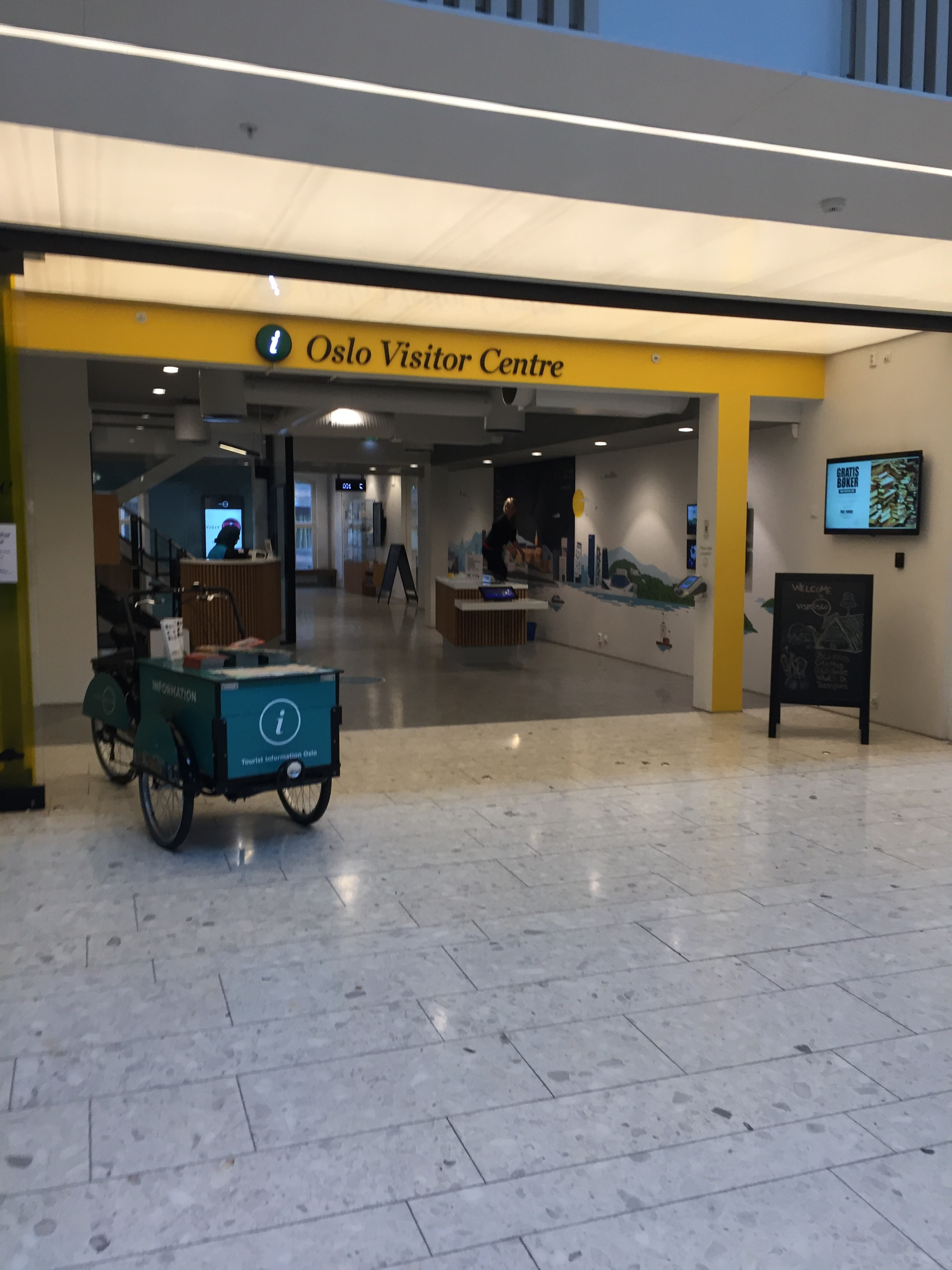 Oslo Visitor Centre, Østbanehallen.